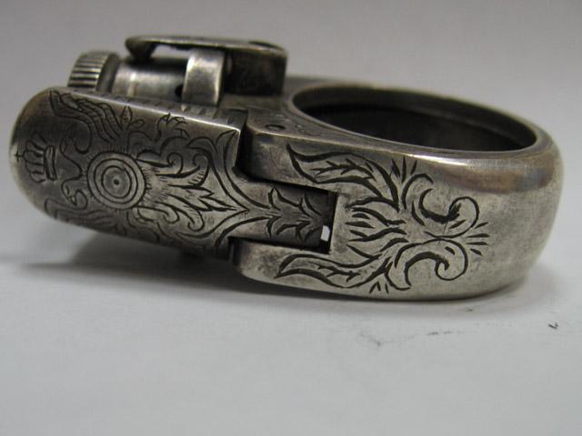 перстень-револьвер