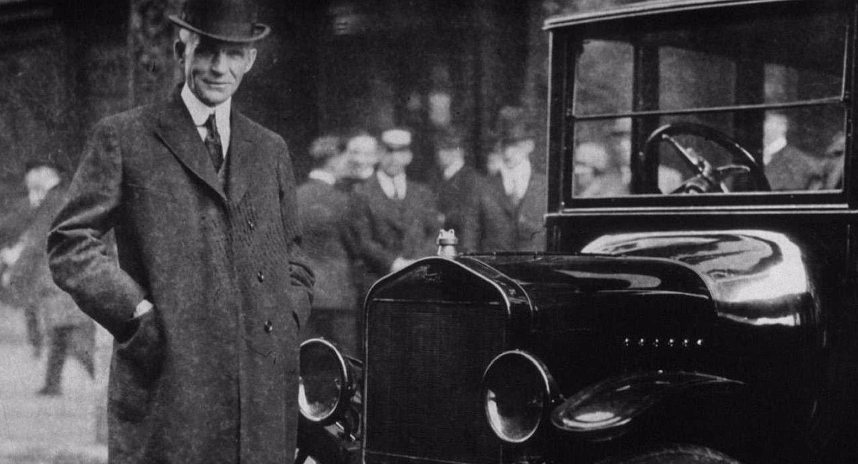 Генри Форд у машины