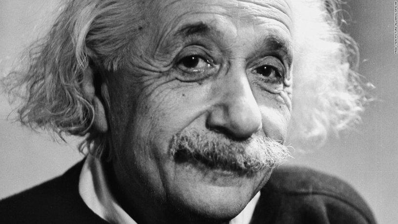 Эйнштейн улыбается