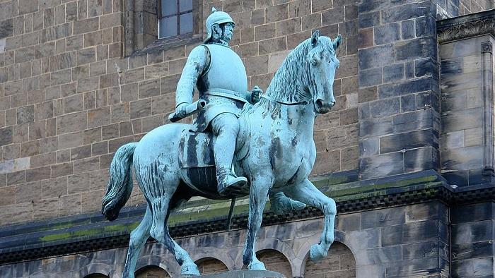 Памятник Отто фон Бисмарку