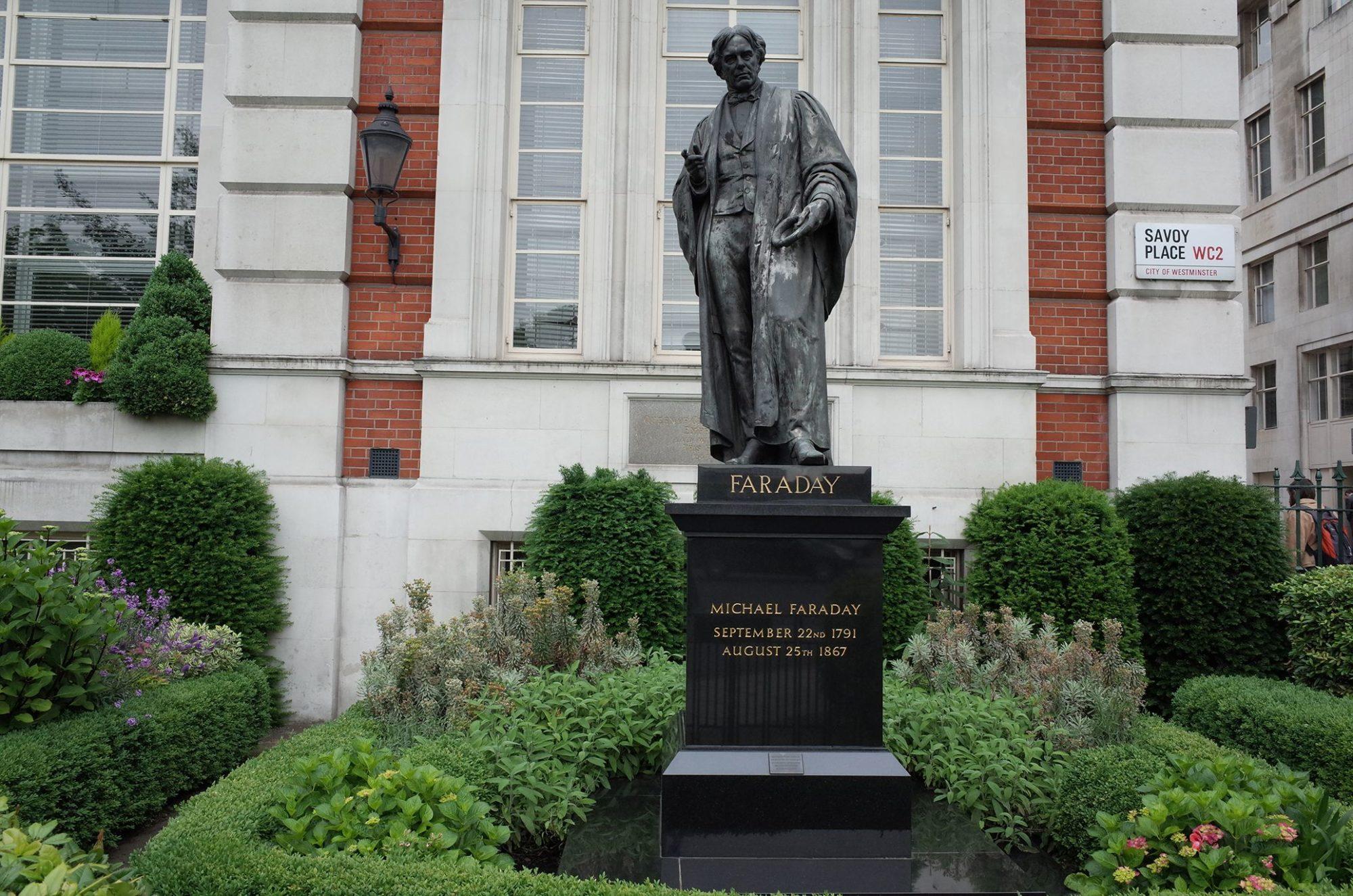 Памятник Майклу Фарадею