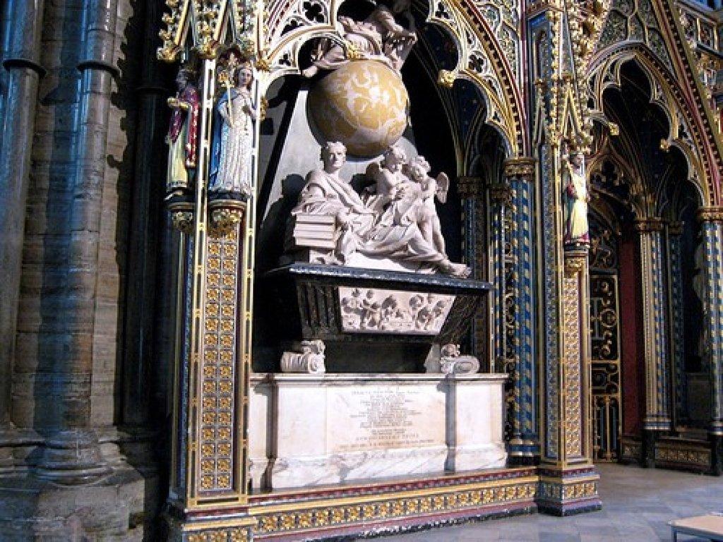 Памятник Ньютону