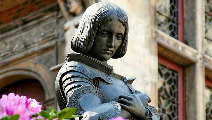 Памятник Жанне