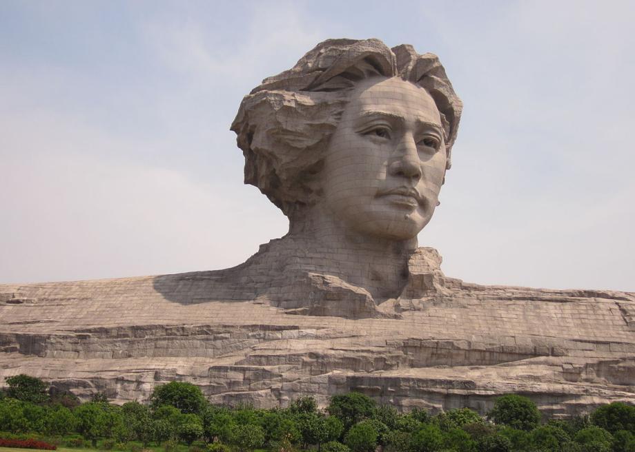 Статуя молодого Мао Цзедуна