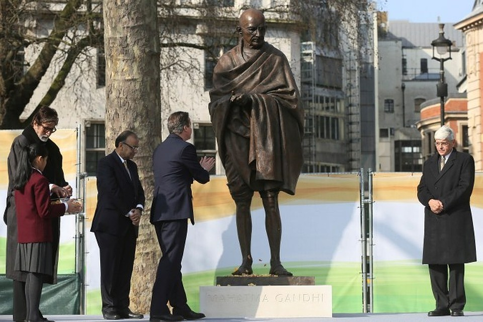 Памятник Ганди