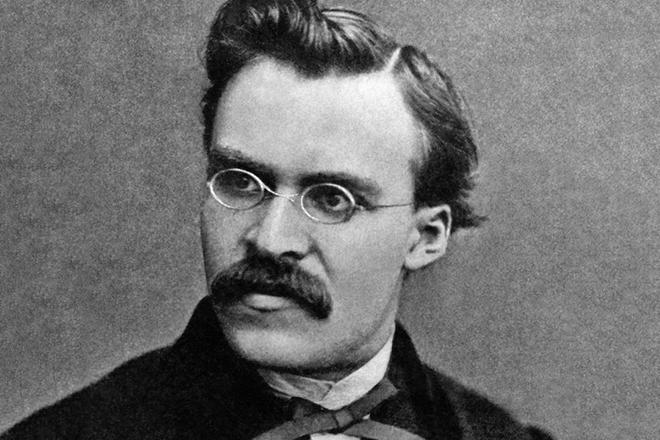 Фото серьёзного Ницше