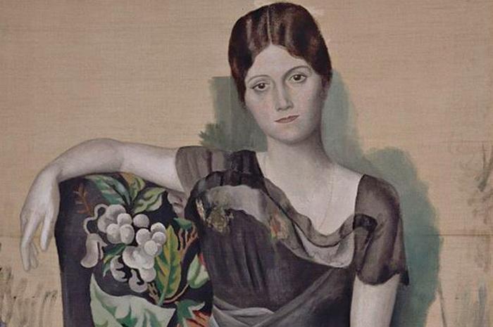 Ольга Хохлова в кресле