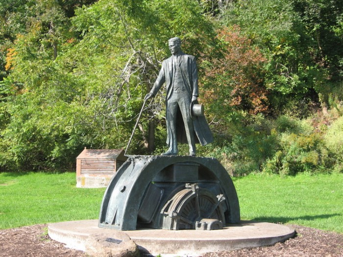 Памятник Эдисону
