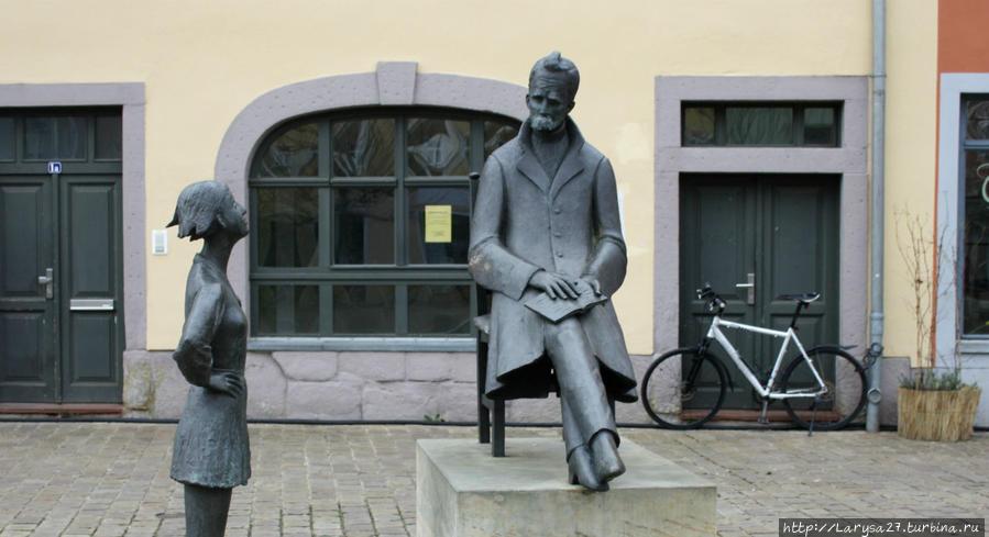 Памятник Ницше