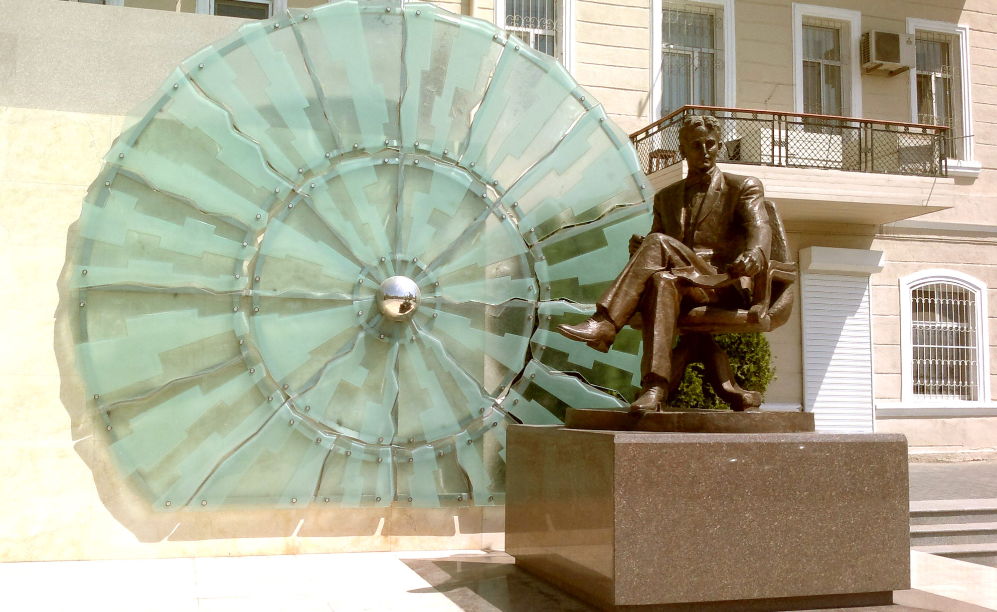 Памятник Теслу