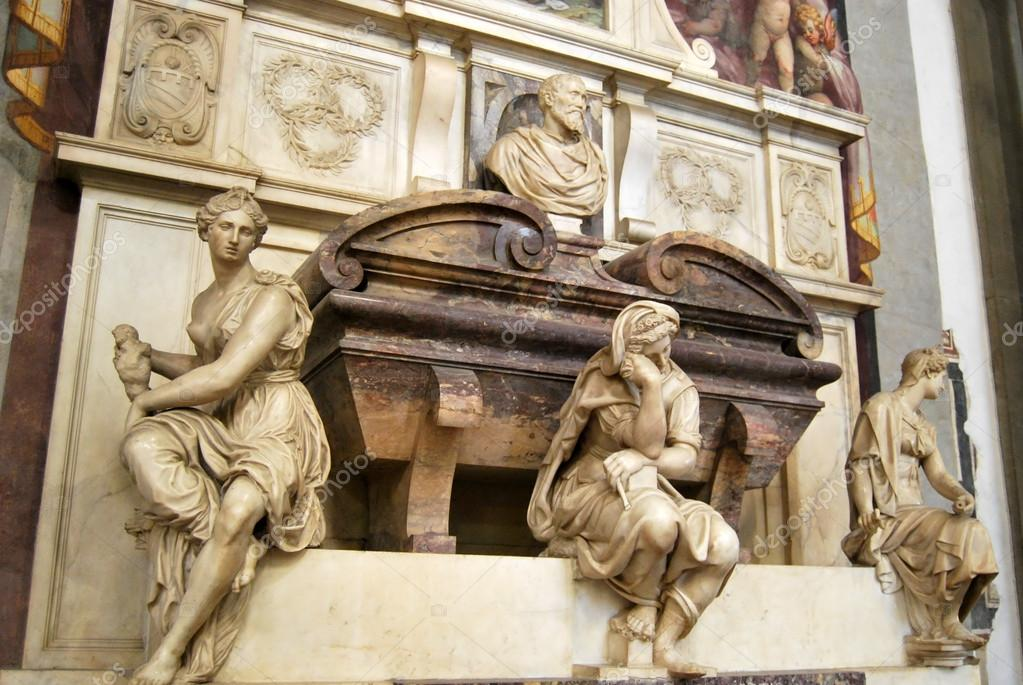 Памятник Микеланджело Буонарроти