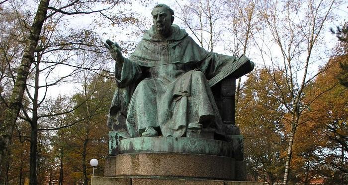 Памятник Фомы Аквинского