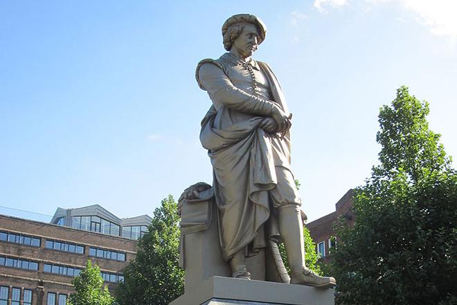Памятник Рембрандту